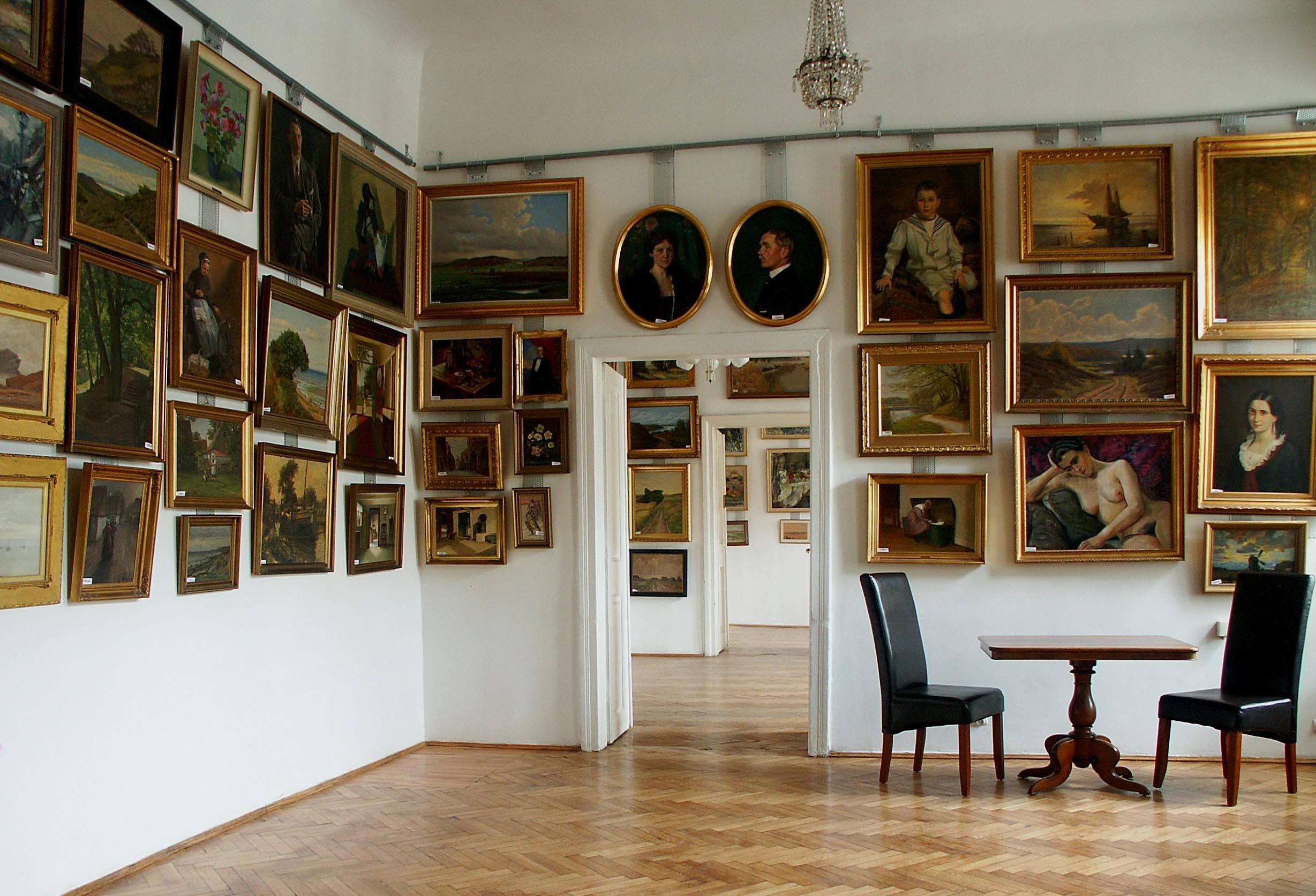 Oil paintings in the 1. room of ARTCHASE gallery.